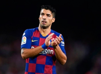 Luis Suarez digs in heels amid Barcelona exit rumours